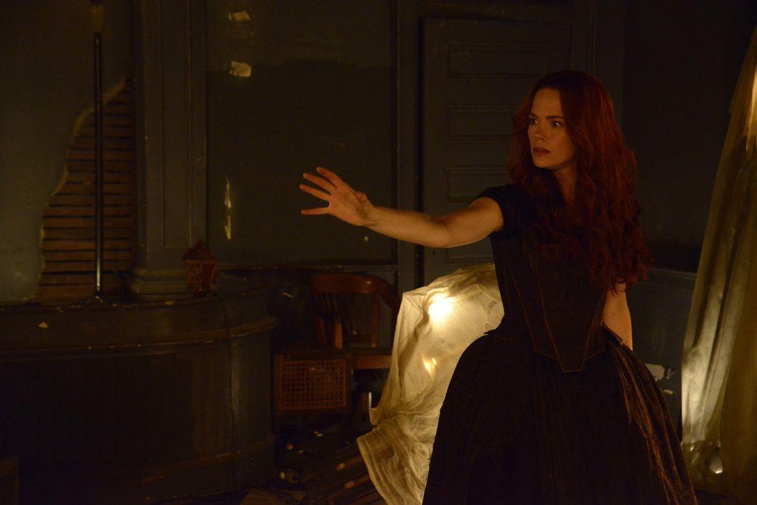Katrina (Katia Winter) ist sich sicher, dass sie Ihresgleichen einen Gefallen tut, indem sie den unwissenden Hexen die Augen öffnet ... - Bildquelle: 2014 Fox and its related entities. All rights reserved