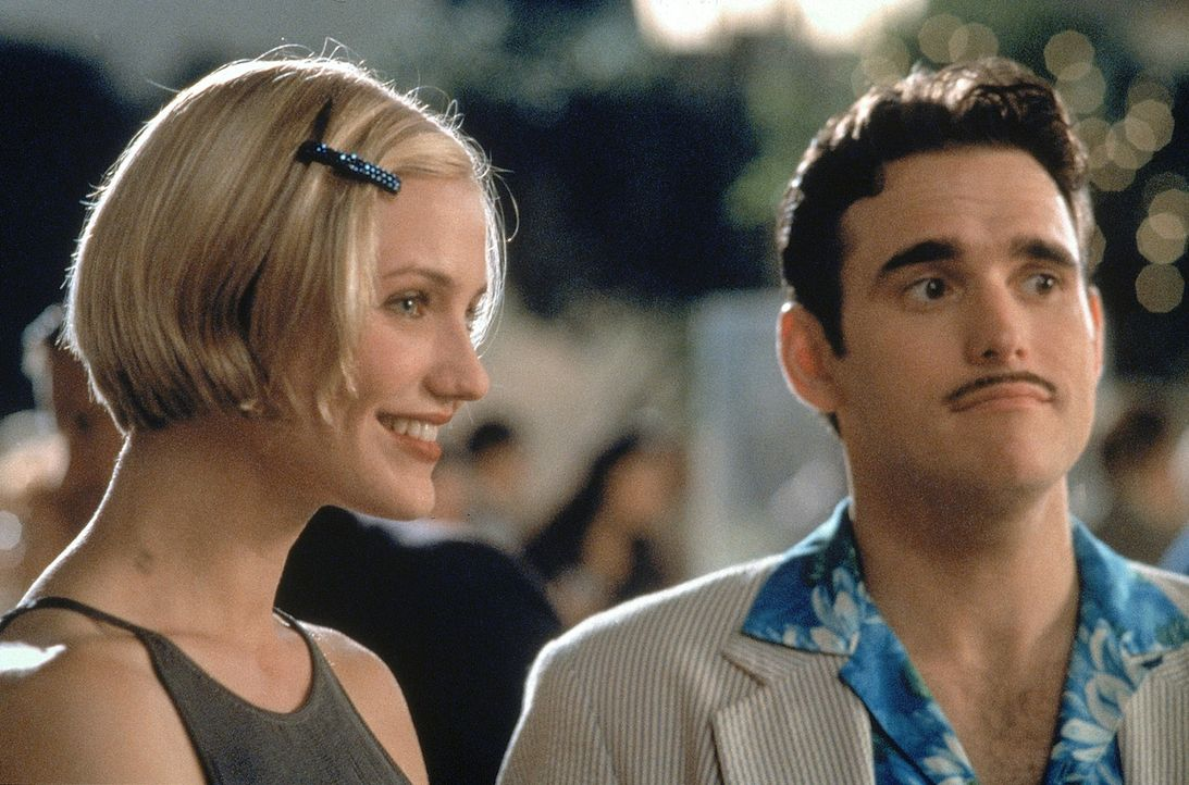 Eigentlich sollte Privatdetektiv Pat Haley (Matt Dillon, r.) die schöne Mary (Cameron Diaz, l.) für den tapsigen Ted ausfindig machen. Doch dann w... - Bildquelle: 1998 Twentieth Century Fox Film Corporation. All rights reserved.