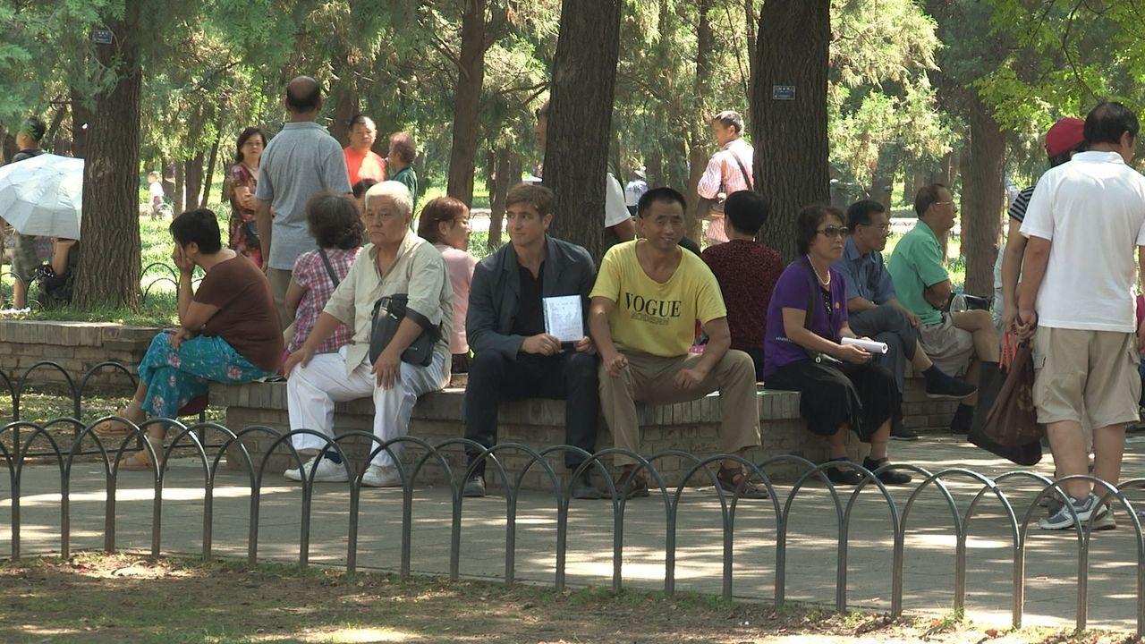 In China gibt es, dank der Ein-Kind-Politik, unzählige männliche Singles, die verzweifelt auf der Suche nach der perfekten Frau sind. Reporter Marce... - Bildquelle: Quicksilver Media 2012