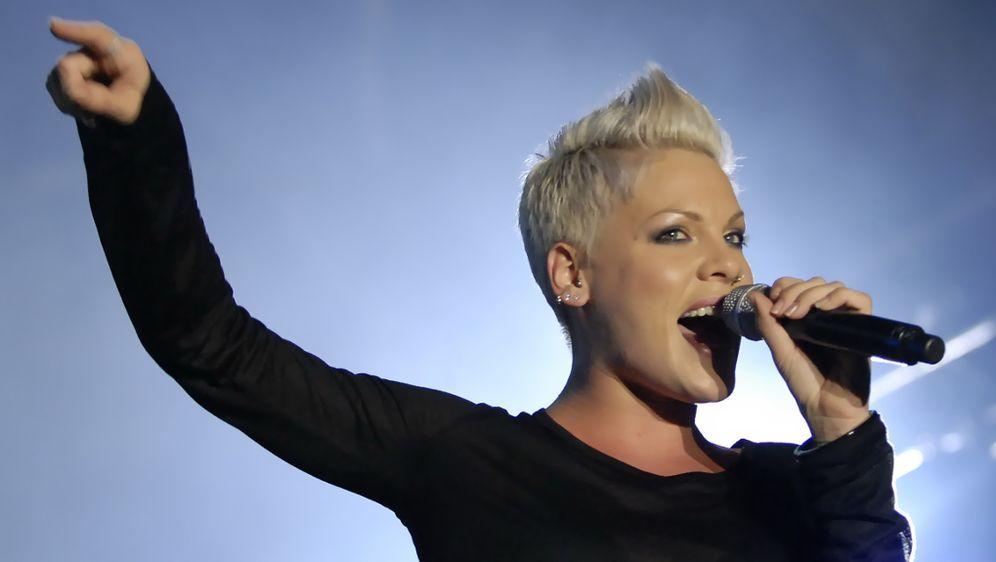 Pink Sagt Konzerte Ab Sprech Und Singverbot Für True Love
