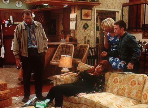 Eine schrecklich nette Familie - Al (Ed O'Neill, l.), Kelly (Christina Appelg...