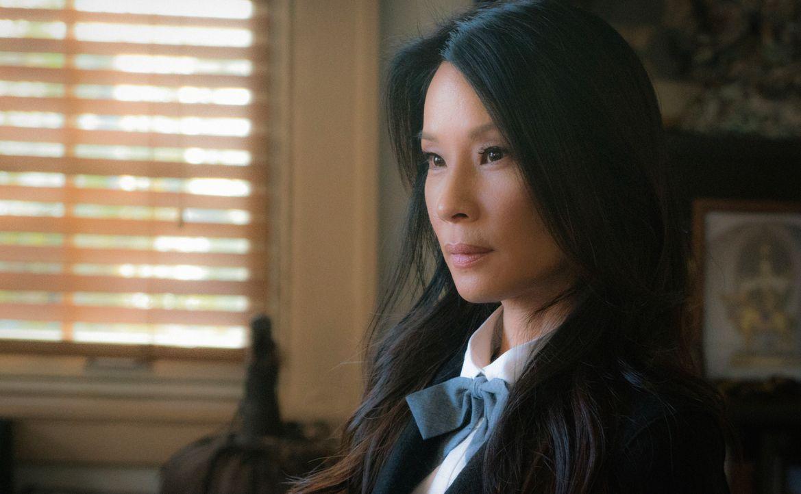 Steht Holmes bei den Ermittlungen in einem neuen Mordfall bei: Joan Watson (Lucy Liu) ... - Bildquelle: Michael Parmelee 2015 CBS Broadcasting Inc. All Rights Reserved.