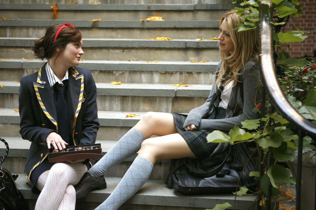 Serena (Blake Lively, r.) hat ihrer Freundin Blair (Leighton Meeser, l.) viel zu erzählen. Kein Wunder, ist sie doch frisch verliebt ... - Bildquelle: Warner Brothers