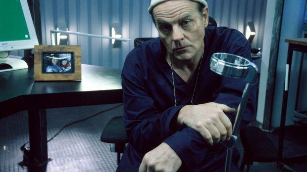 Im Kampf gegen das Böse: Bremer (Michael Ironside) ... © 2001 atlas Film & TV...