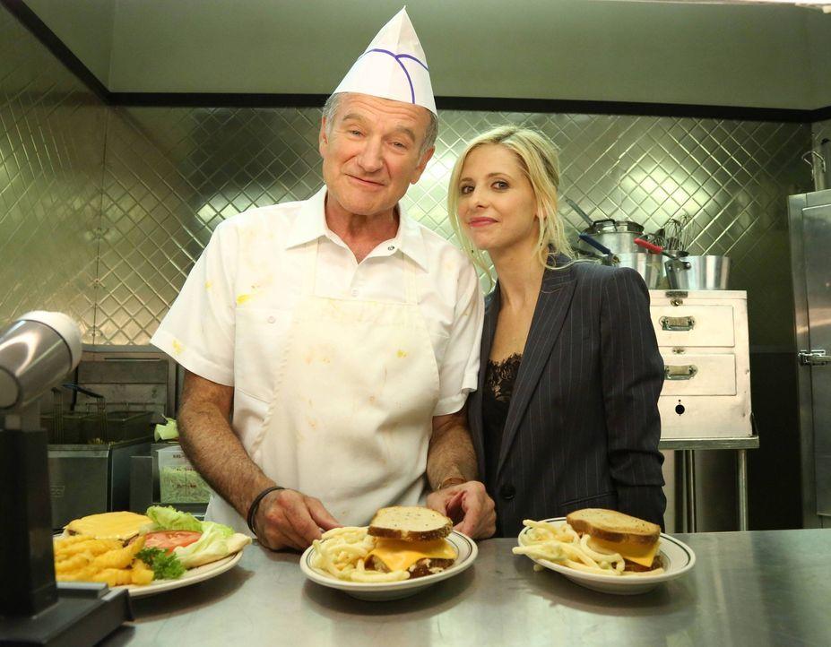 Ein neuer Auftrag wartet auf Sydney (Sarah Michelle Gellar, r.) und Simon (Robin Williams, l.). doch werden sie rechtzeitig abliefern können? - Bildquelle: 2013 Twentieth Century Fox Film Corporation. All rights reserved.