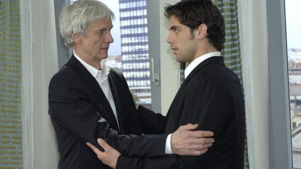 Jonas (Roy Peter Link, r.) beschwört seinen Vater (Mathieu Carrière, l.), sic...