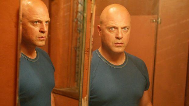 Ist Det. Vic Mackey (Michael Chiklis) wirklich ein Todesschütze? © 2003 Sony...