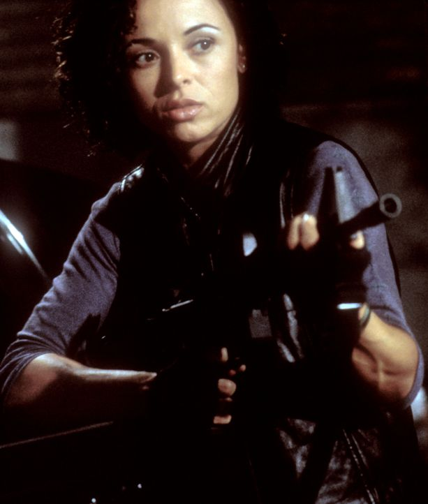 Sie wird Opfer einer Entführung: Das Leben von Kim Chang (Lexa Doig) liegt ausgerechnet in den Händen ihres Ex-Freundes ... - Bildquelle: 2000  MUSE PRODUCTIONS (TRACKER) INC.