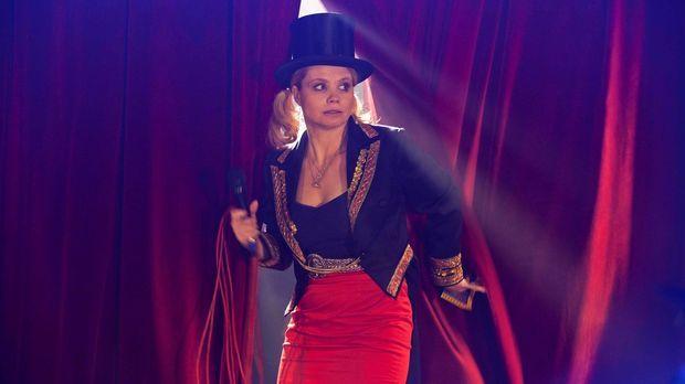 Beruflich wie auch privat muss Danni (Annette Frier) sich mit einschneidenden...