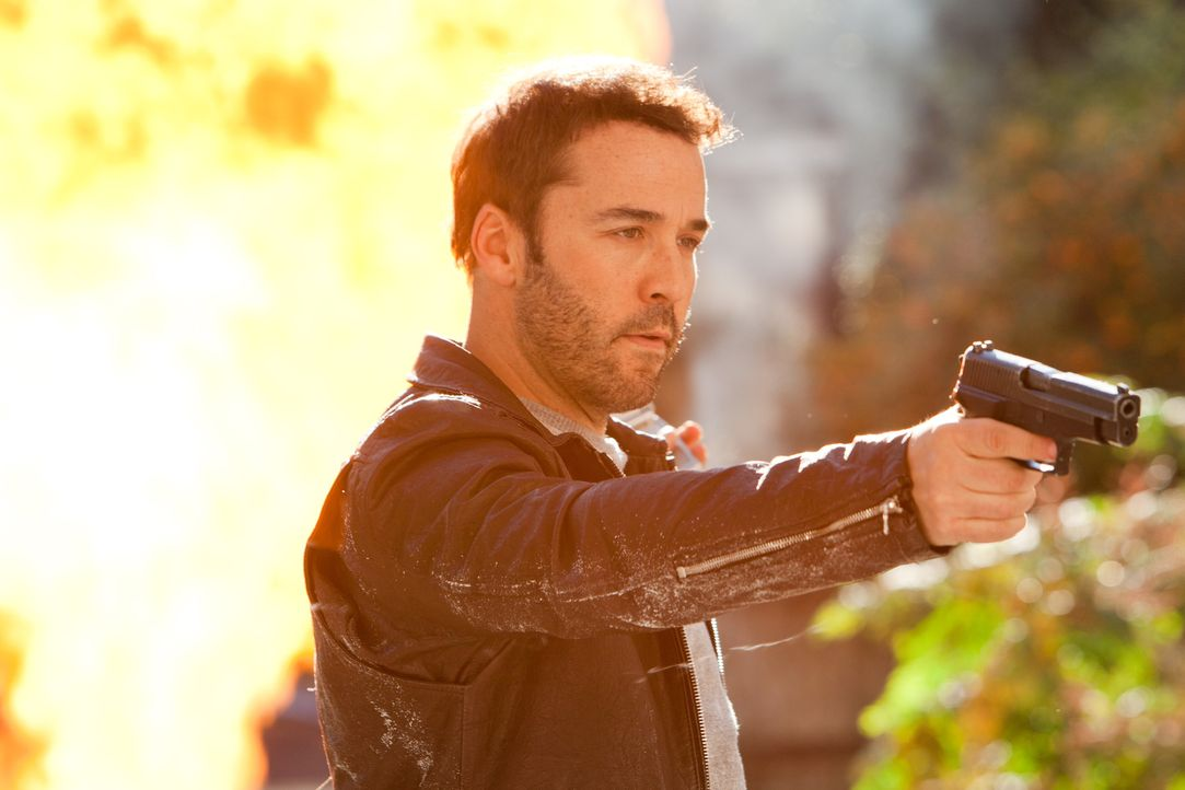FBI-Agent Armon (Jeremy Piven) heuert die blutjunge Privatdetektivin Molly an, um die Tochter eines Ex-Gangsters überwachen zu lassen. Doch kann man... - Bildquelle: Saeed Adyani Bluefin Productions LLC