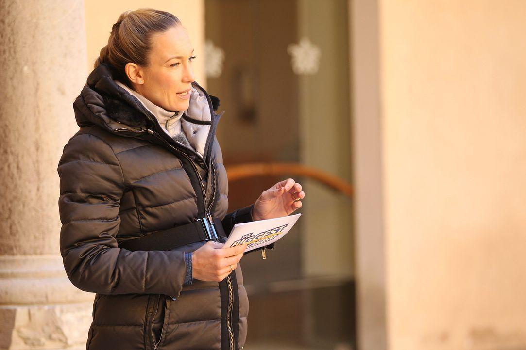Camp-Chefin Dr. Christine Theiss hat zwei Challenges mit Gewichtsboni im Gepäck. Für die Kandidaten, die um den Einzug ins Finale kämpfen, ein guter... - Bildquelle: SAT.1/Enrique Cano