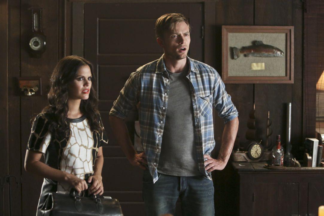 Hart of Dixie: Zoe und Wade entdecken ein kleines Geheimnis - Bildquelle: Warner Bros. Entertainment Inc.