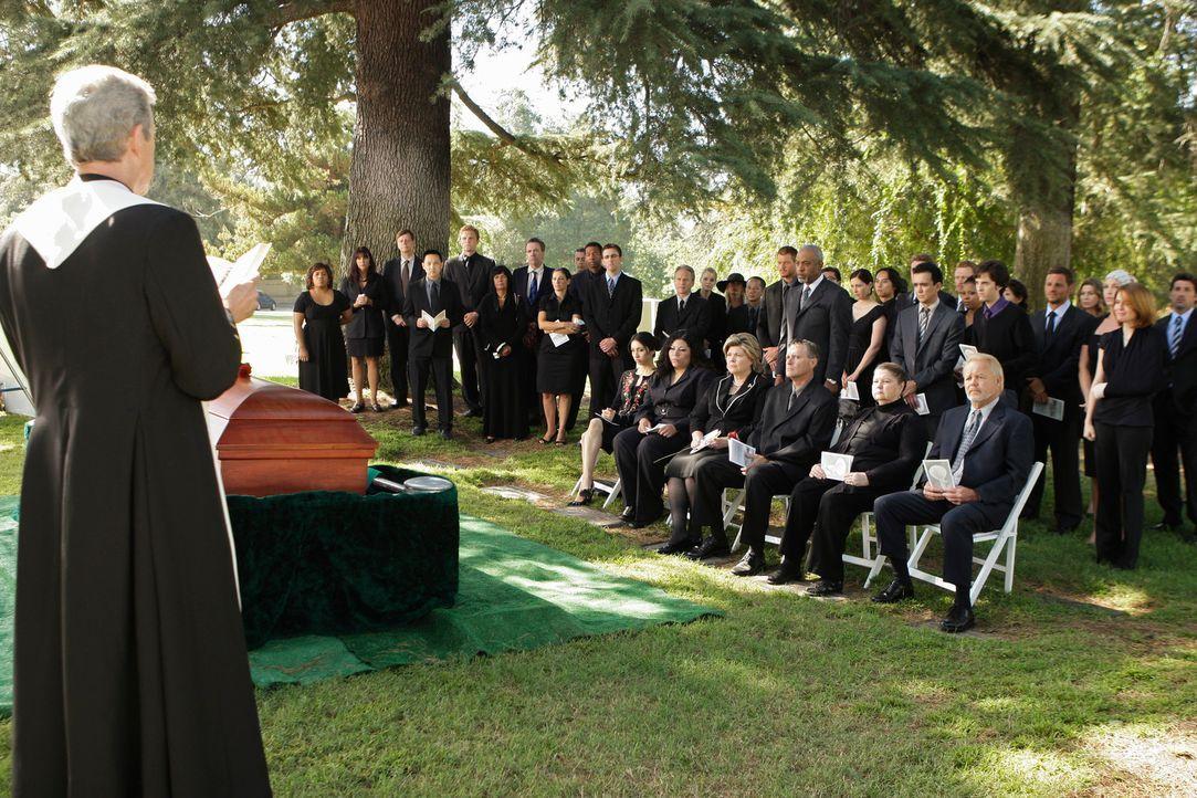 Für alle kaum zu ertragen - die Beerdigung von George ... - Bildquelle: Touchstone Television