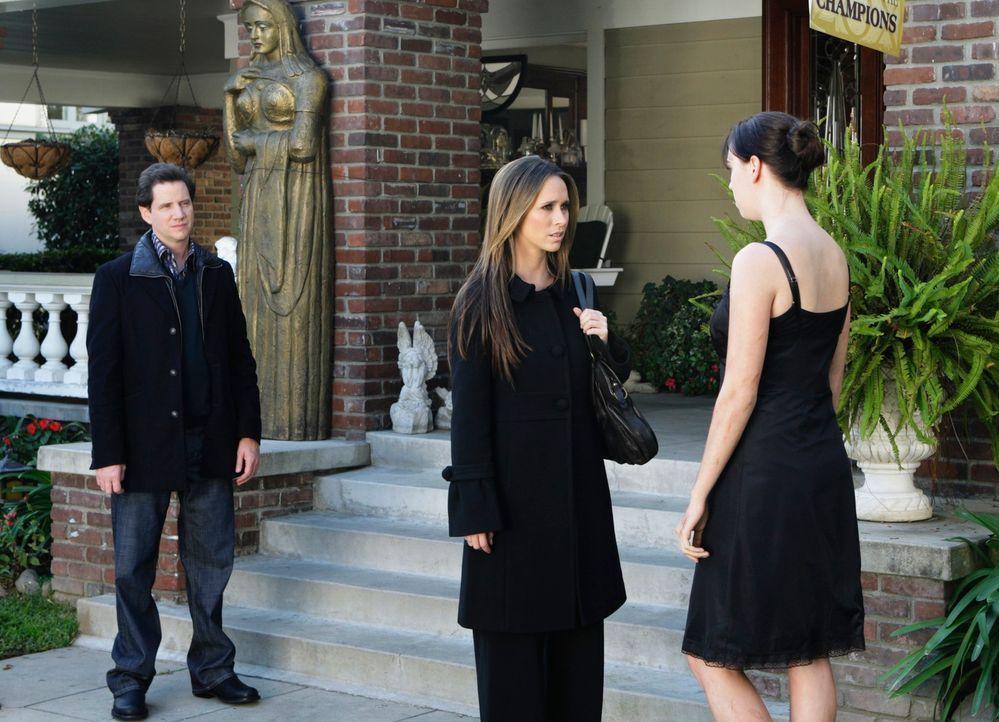 Zusammen mit Eli (Jamie Kennedy, l.) findet Melinda (Jennifer Love Hewitt, M.) heraus, dass es sich bei dem Geist um Rebecca (Andrea Bowen, r.) hand... - Bildquelle: ABC Studios