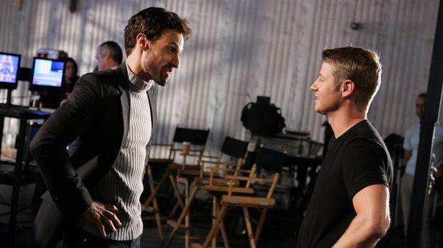 Für Ryan (Benjamin McKenzie, r.) ist es nicht leicht, als er auf Taylors Ex-M...