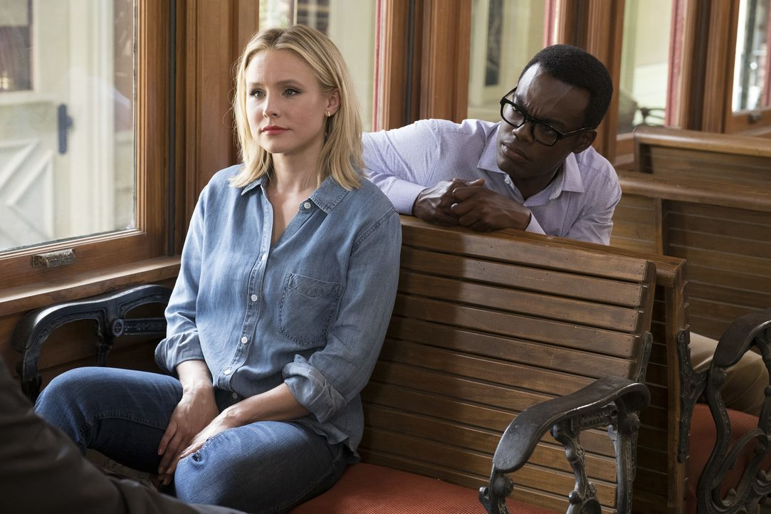 Glauben, dass sie die beste Version ihres Selbst werden müssen, um das Gefährt in den Good Place überhaupt betreten zu können: Eleanor (Kristen Bell... - Bildquelle: Colleen Hayes 2017 Universal Television LLC. ALL RIGHTS RESERVED.