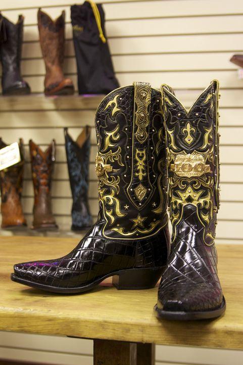 """Wir laufen tagtäglich in ihnen und machen uns kaum Gedanken darüber, wie sie eigentlich hergestellt werden: Schuhe. Das Team von """"Moderne Wunder"""" is... - Bildquelle: Courtesy Half Yard Productions"""