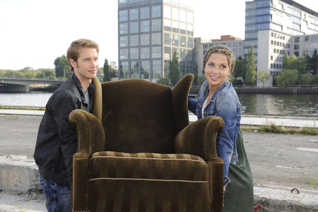 Was haben Jojo (Bernhard Bozian, l.) und Nina (Maria Wedig, r.) nur vor? - Bildquelle: SAT.1