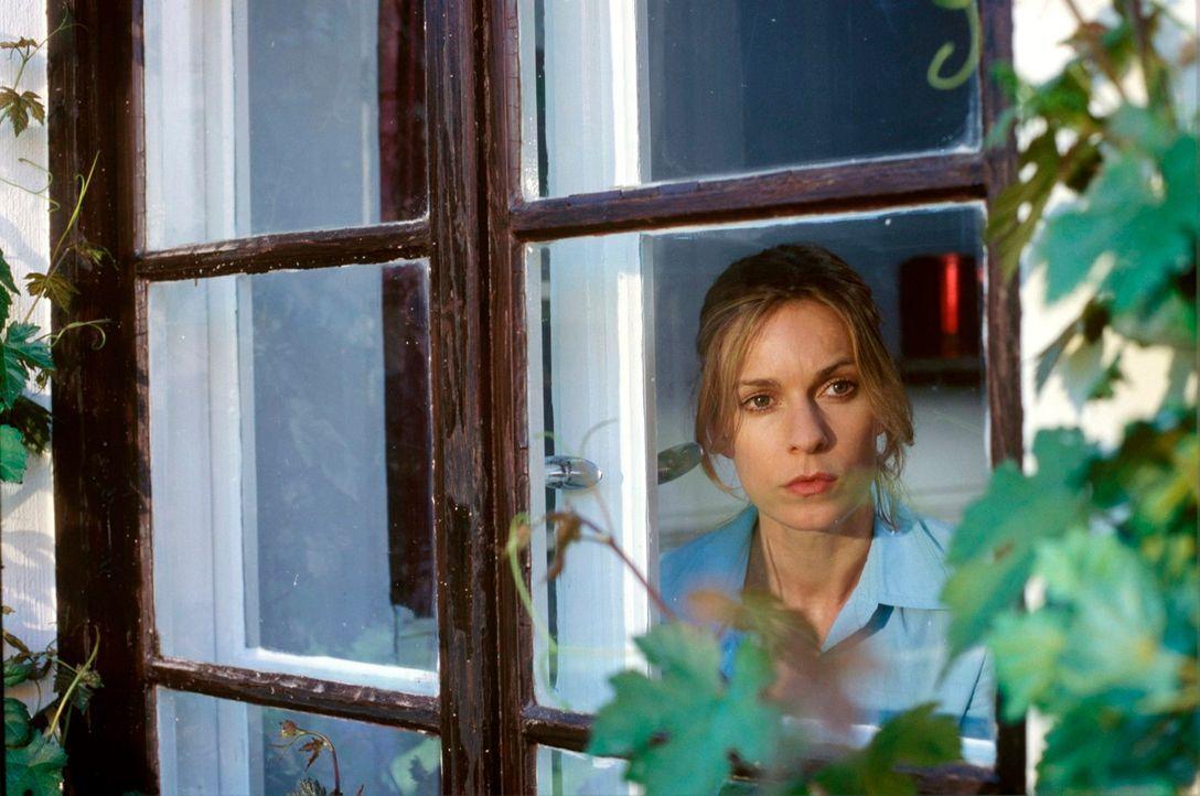 Kate (Lisa Martinek) hat immer noch Angst, obwohl Mattuschek tot zu sein scheint ... - Bildquelle: Kerstin Stelter Sat.1