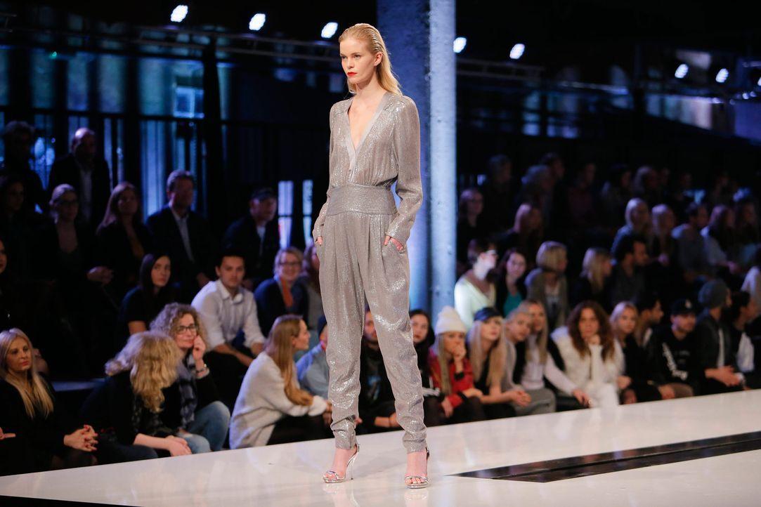 GNTM-Stf11-Epi01-erste-fashion-show-17-ProSieben-Huebner - Bildquelle: ProSieben/Richard Huebner