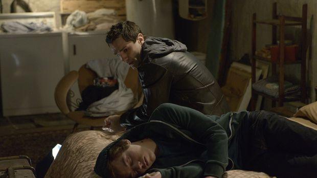 Kenny (Connor Price, vorne) hat genug von seinem Leben im Krankenhaus und bit...