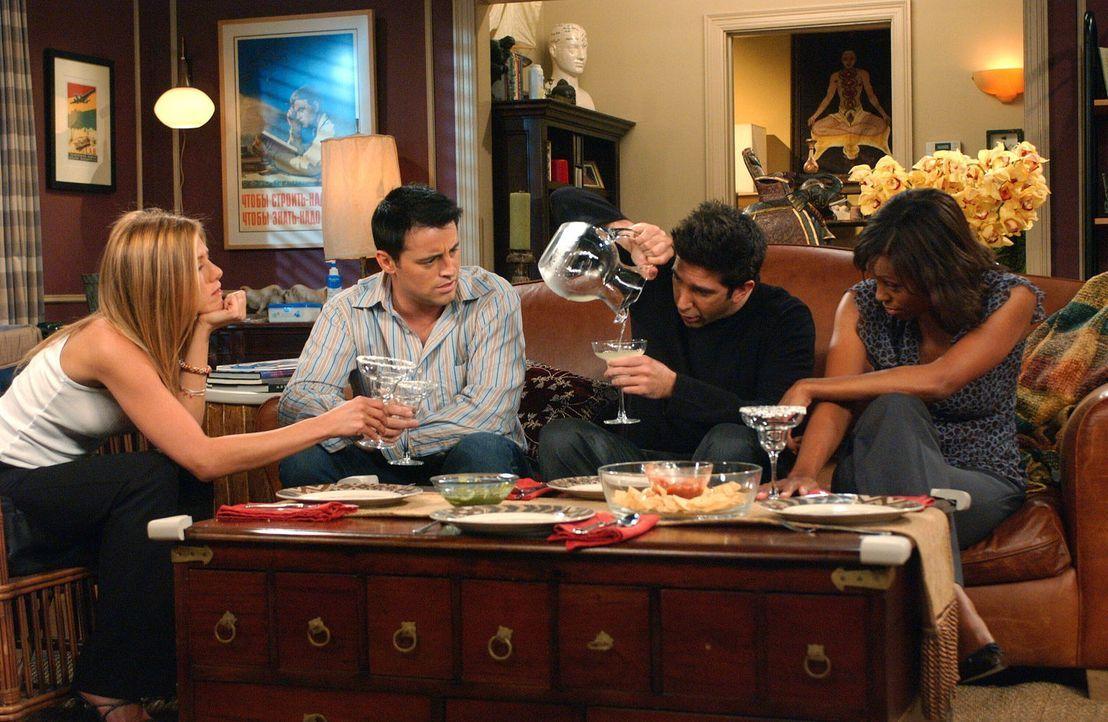 Tun so als wäre alles in bester Ordnung: Joey (Matt LeBlanc, 2.v.l.), Rachel (Jennifer Aniston, l.), Ross (David Schwimmer, 2.v.r.) und Charlie (Ais... - Bildquelle: 2003 Warner Brothers International Television