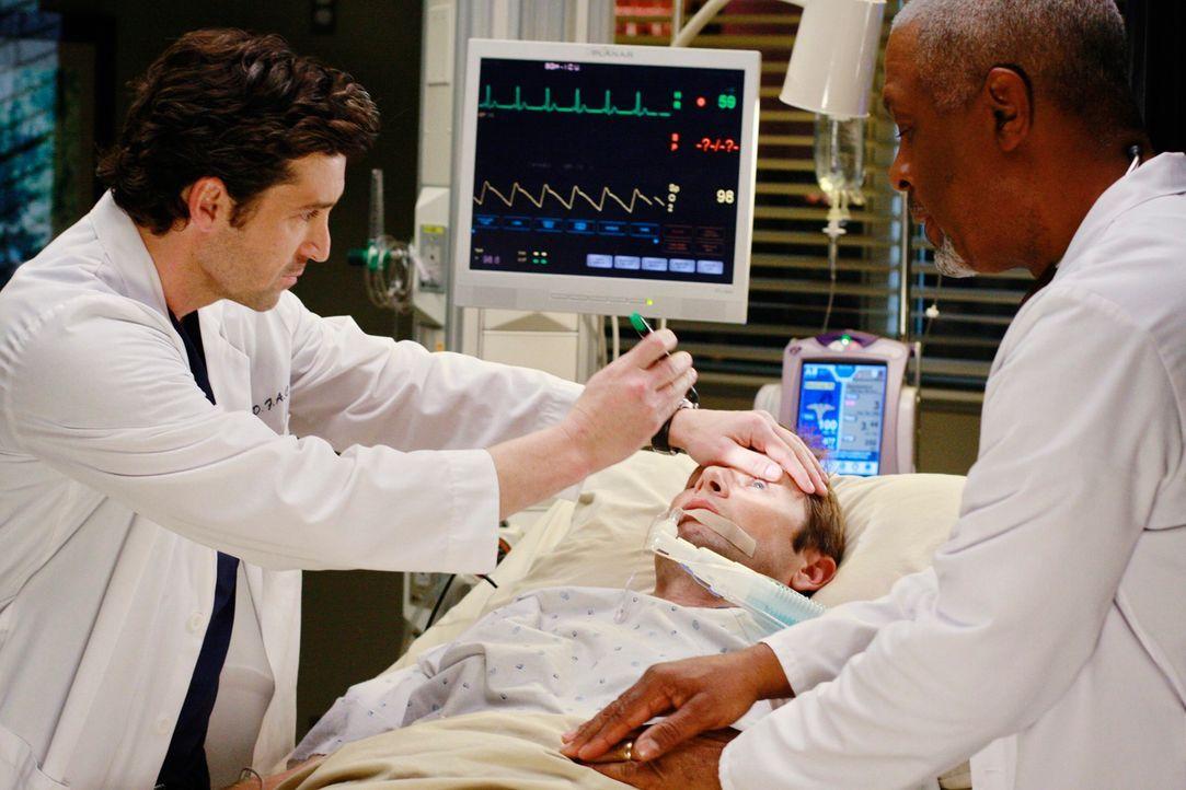 Addisons Bruder Archer (Grant Show, M.) wird mit Parasiten im Gehirn ins Seattle Grace gebracht. Derek (Patrick Dempsey, l.) und Webber (James Picke... - Bildquelle: Touchstone Television