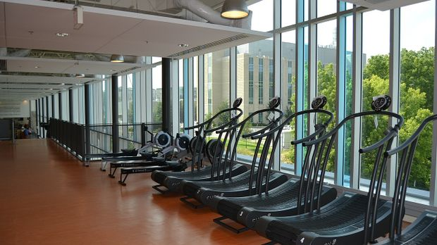 Luxus fitnessstudio  Fitnessstudio-Preise: Discounter oderLuxus - SAT.1 Ratgeber