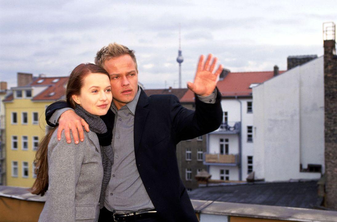 Nach vielen Missverständnissen blicken Ben (Matthias Koeberlin, r.) und Maria (Stefanie Stappenbeck, l.) optimistisch in die Zukunft... - Bildquelle: Jeanne Degraa Sat.1/Degraa