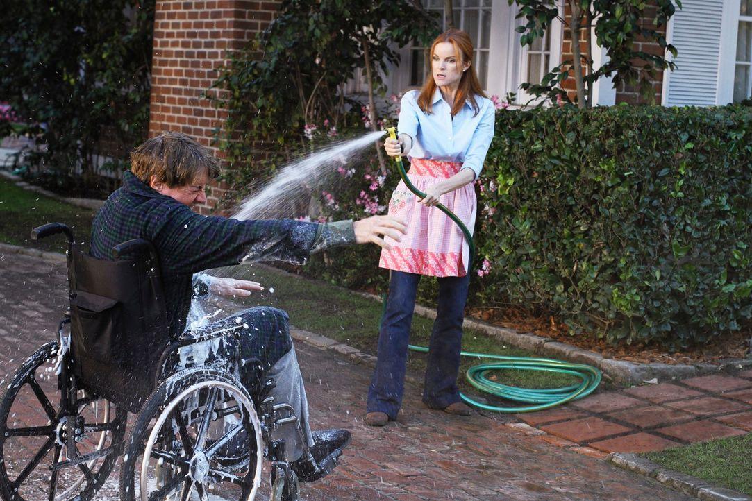 Bree (Marcia Cross, r.) lässt sich die Schikanen von Orson (Kyle MacLachlan, l.) nicht länger gefallen ... - Bildquelle: ABC Studios