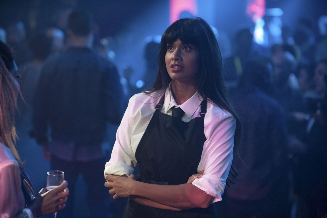 "Wird sich Tahani (Jameela Jamil) darauf einlassen, Michael bei einer ganz neuen Version ""Good Place"" zu unterstützen? - Bildquelle: Colleen Hayes 2017 Universal Television LLC. ALL RIGHTS RESERVED."