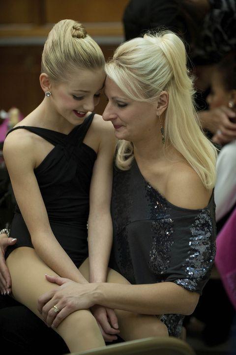 Chloe (l.) und ihre Mutter Christi (r.) leben für das Tanzen ... - Bildquelle: Scott Gries 2011 A+E Networks
