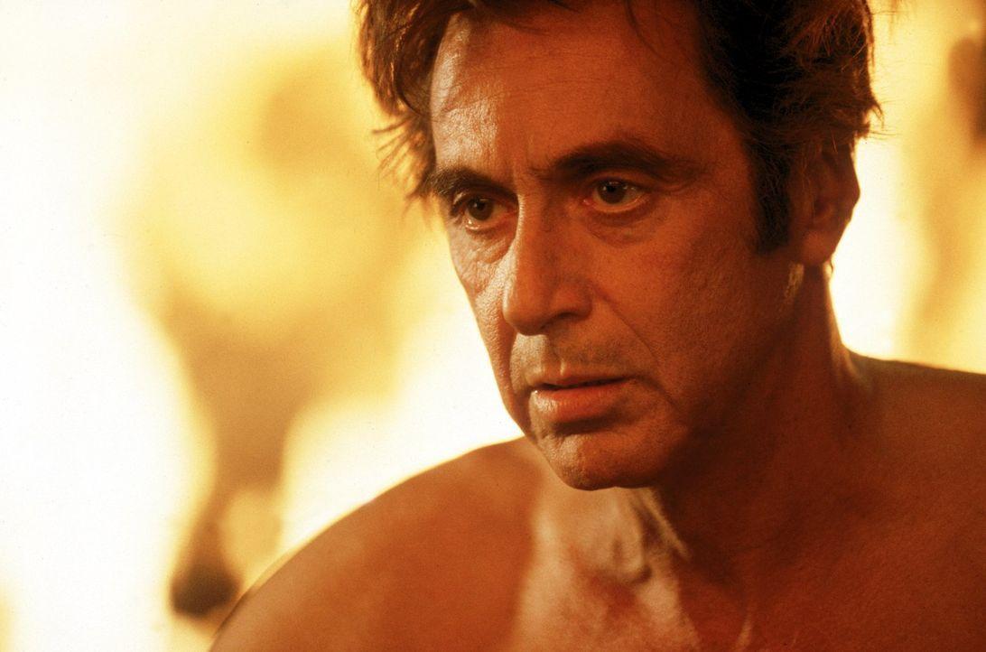 Kann sich Kevin Lomax aus den Fängen des Bösen (Al Pacino) befreien? - Bildquelle: Warner Bros.