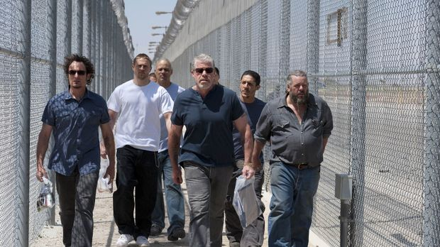 Ihr Weg in die Freiheit: Tig (Kim Coates, l.), Jax (Charlie Hunnam 2.v.l.), H...
