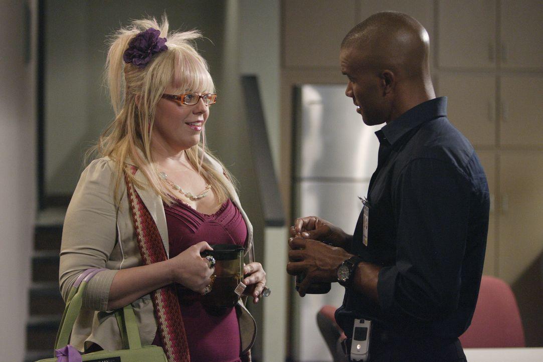Während Morgan (Shemar Moore, r.) durch einen aktuellen Fall wieder mehr zu Gott findet, erlebt Penelope Garcia (Kirsten Vangsness, l.) ihren schlim... - Bildquelle: Touchstone Television