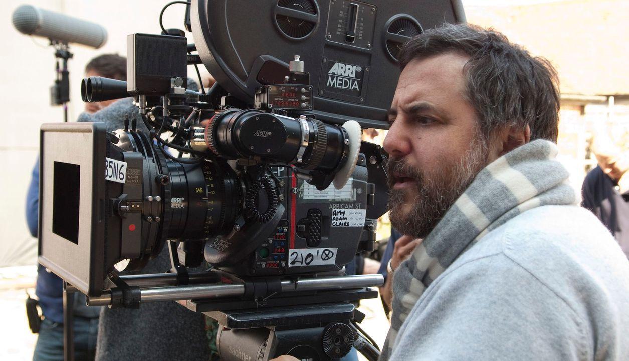 """Regisseur Mark Romanek während der Dreharbeiten zu seinem dritten Spielfilm """"Alles, was wir geben mussten"""" - Bildquelle: 2010 Twentieth Century Fox Film Corporation. All rights reserved."""