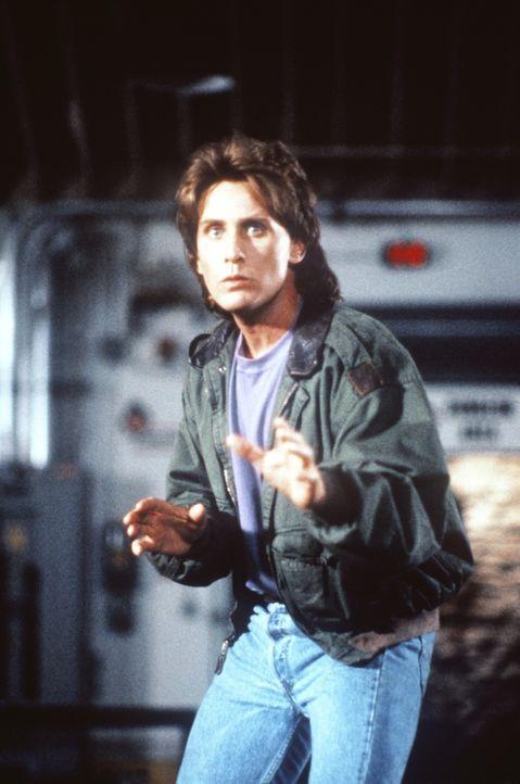 Der coole Cop Jack Colt (Emilio Estevez) hat alles fest im Griff - zumindest wünscht er es sich ... - Bildquelle: Warner Brothers