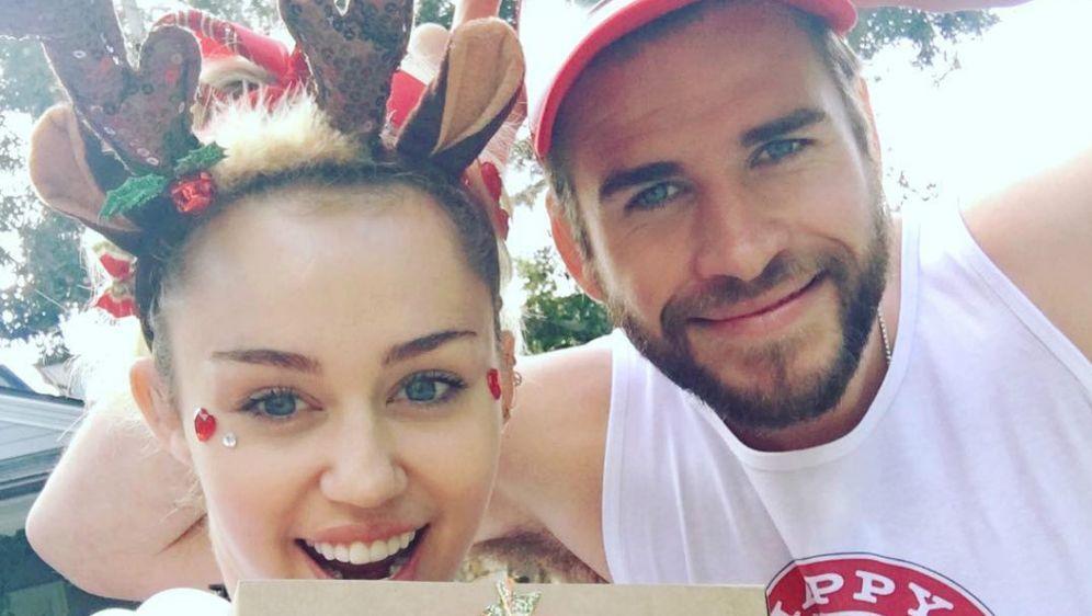 Miley cyrus rgert liam hemsworth lustiges foto im partnerlook bildquelle instagrammileycyrus altavistaventures Images