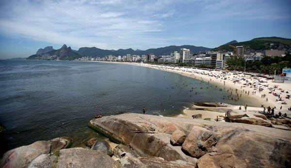 Der Strand von Rio de Janeiro 2 - Bildquelle: dpa