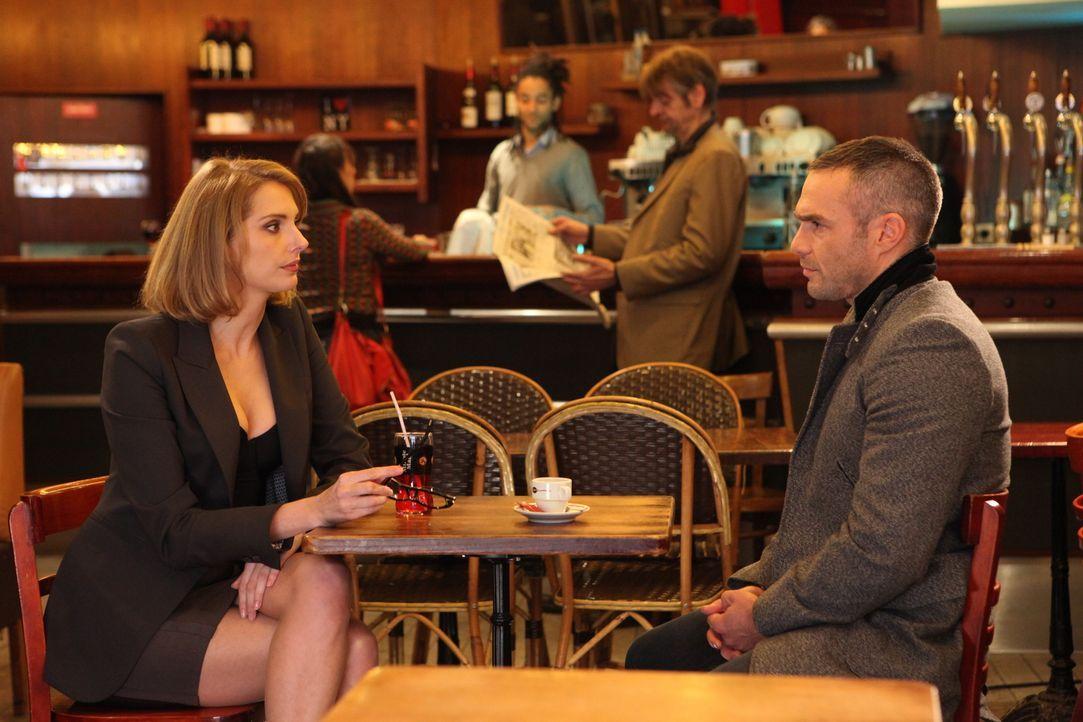 Rocher (Philippe Bas, r.) muss sich erneut mit der Anwältin Barbara Cluzel (Frédérique Bel, l.) auseinandersetzen ... - Bildquelle: Xavier Cantat 2011 BEAUBOURG AUDIOVISUEL