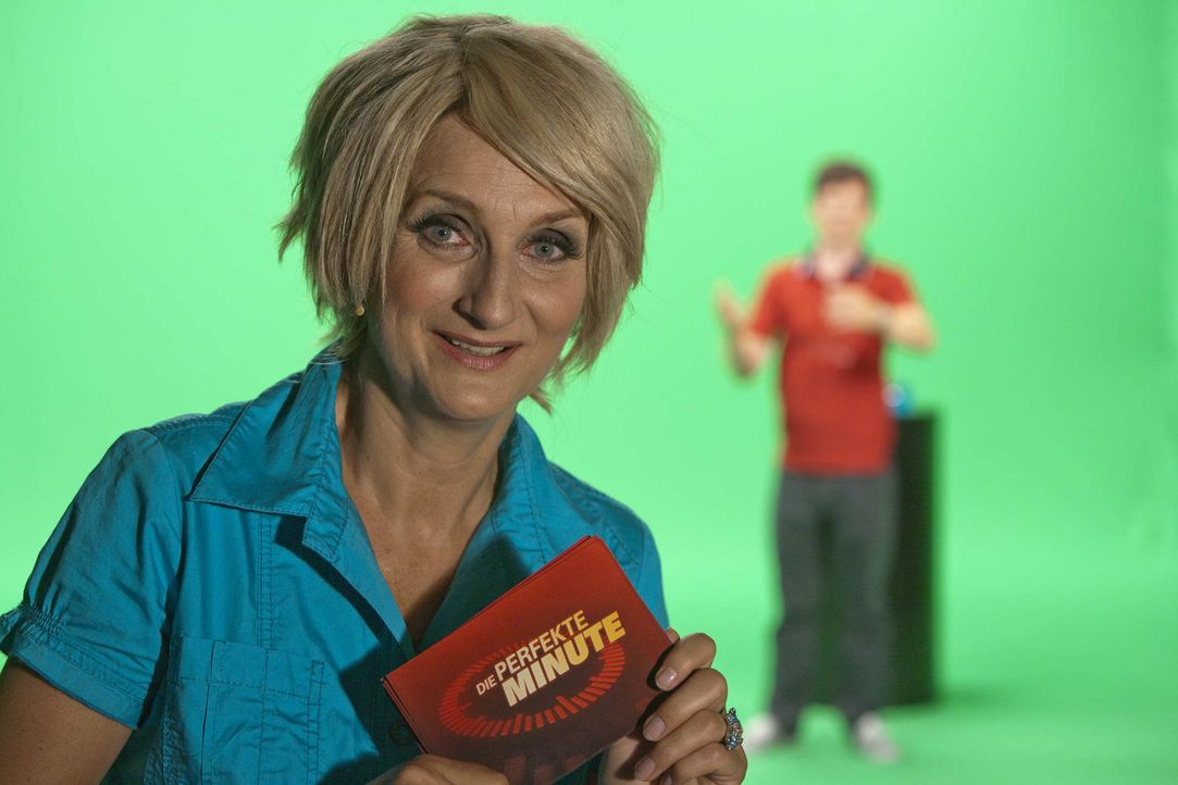(5. Staffel) - Die Perfekte Minute: Ulla Kock am Brink (Petra Nadolny, l.) und ihr Kandidat Klaus (Michael Kessler, r.) ... - Bildquelle: ProSieben