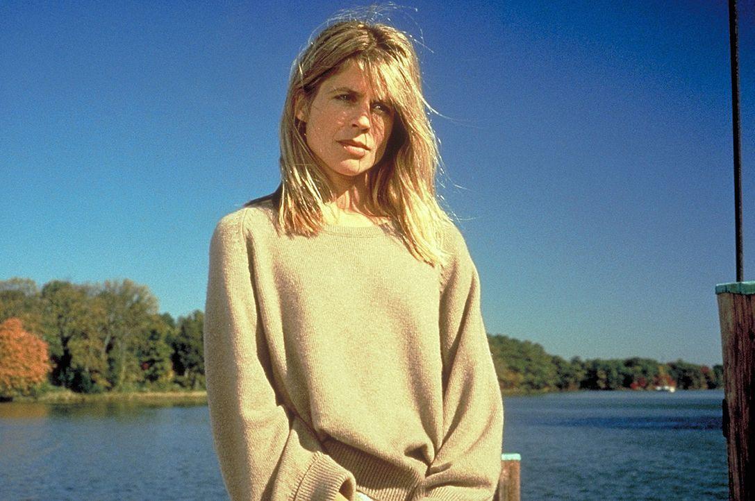 Karen Ranier (Linda Hamilton) leidet unter den selbstquälerischen Launen ihres Mannes ... - Bildquelle: Warner Bros.