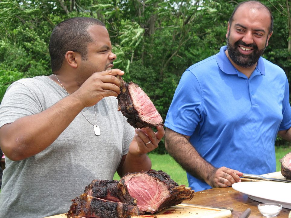 Roger Mooking (l.); Vivek Surti (r.) - Bildquelle: 2017, Television Food Network, G.P. All Rights Reserved.