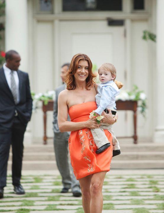 Während der Hochzeitsfeier von Pete und Violet kümmert sich Addison (Kate Walsh) liebevoll um Lucas ... - Bildquelle: ABC Studios