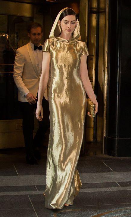 Met Gala 2015: Anne Hathaway - Bildquelle: WENN.com