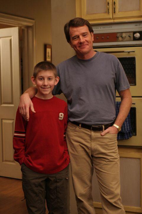 Dewey (Erik Per Sullivan, l.) hätte gerne seinen Freund Chad als Übernachtungsgast bei sich, doch Hal (Bryan Cranston, r.) findet die Idee überhaupt... - Bildquelle: TM &  2005 - 2006 Twentieth Century Fox Film Corporation and Regency Entertainment (USA), Inc.