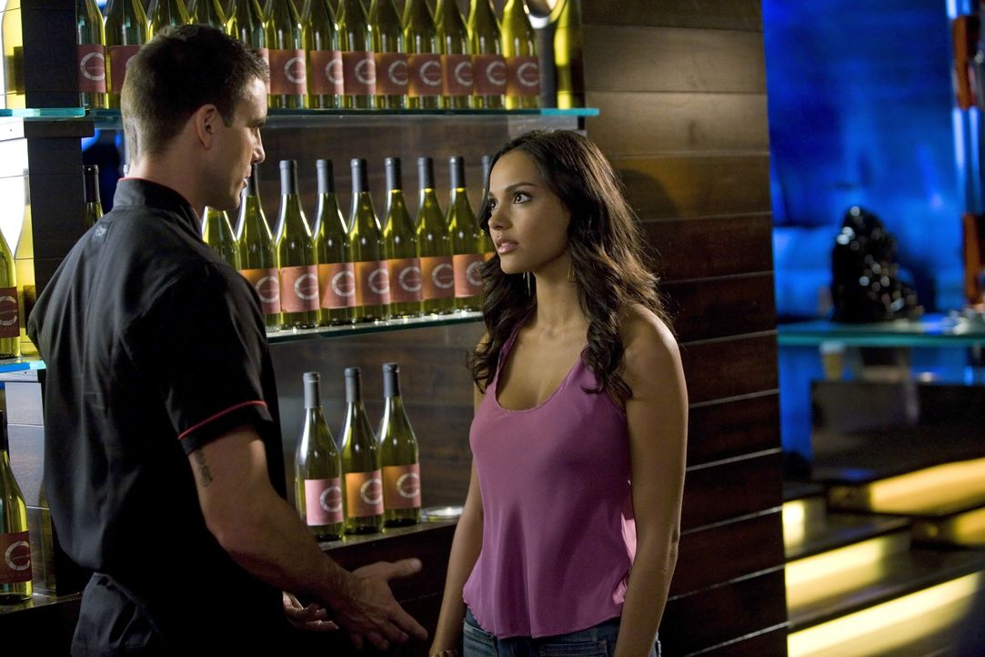Nimmt Auggie (Colin Egglesfield, l.) Rileys (Jessica Lucas, r.) Entscheidung an? - Bildquelle: 2009 The CW Network, LLC. All rights reserved.