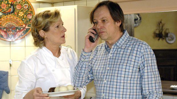Susanne (Heike Jonca, l.) und Armin (Rainer Will, r.) erhalten unerfreuliche...