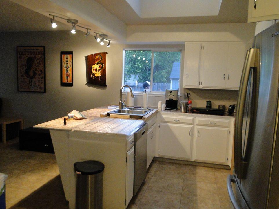 Diese Küche muss dringend von Josh und seinem Team bearbeitet werden ... - Bildquelle: 2009, DIY Network/Scripps Networks, LLC