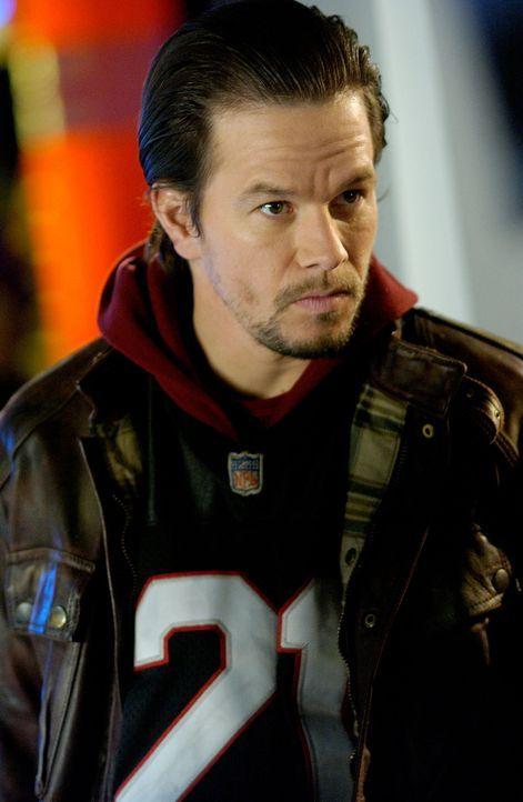Nimmt das Gesetz selbst in die Hand: Bobby (Mark Wahlberg) ... - Bildquelle: TM &   2006 Paramount Pictures. All Rights Reserved.